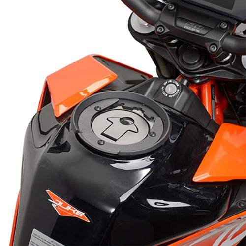 Specific flange GIVI BF3 for tank bags
